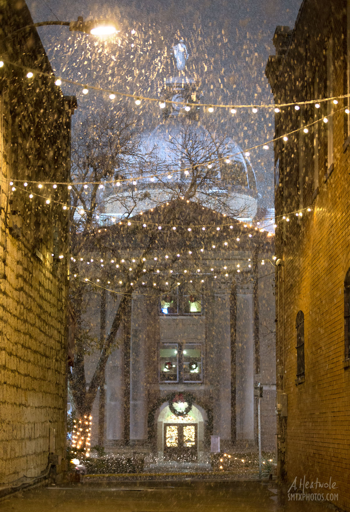 Snowfall in The Kissing Alley